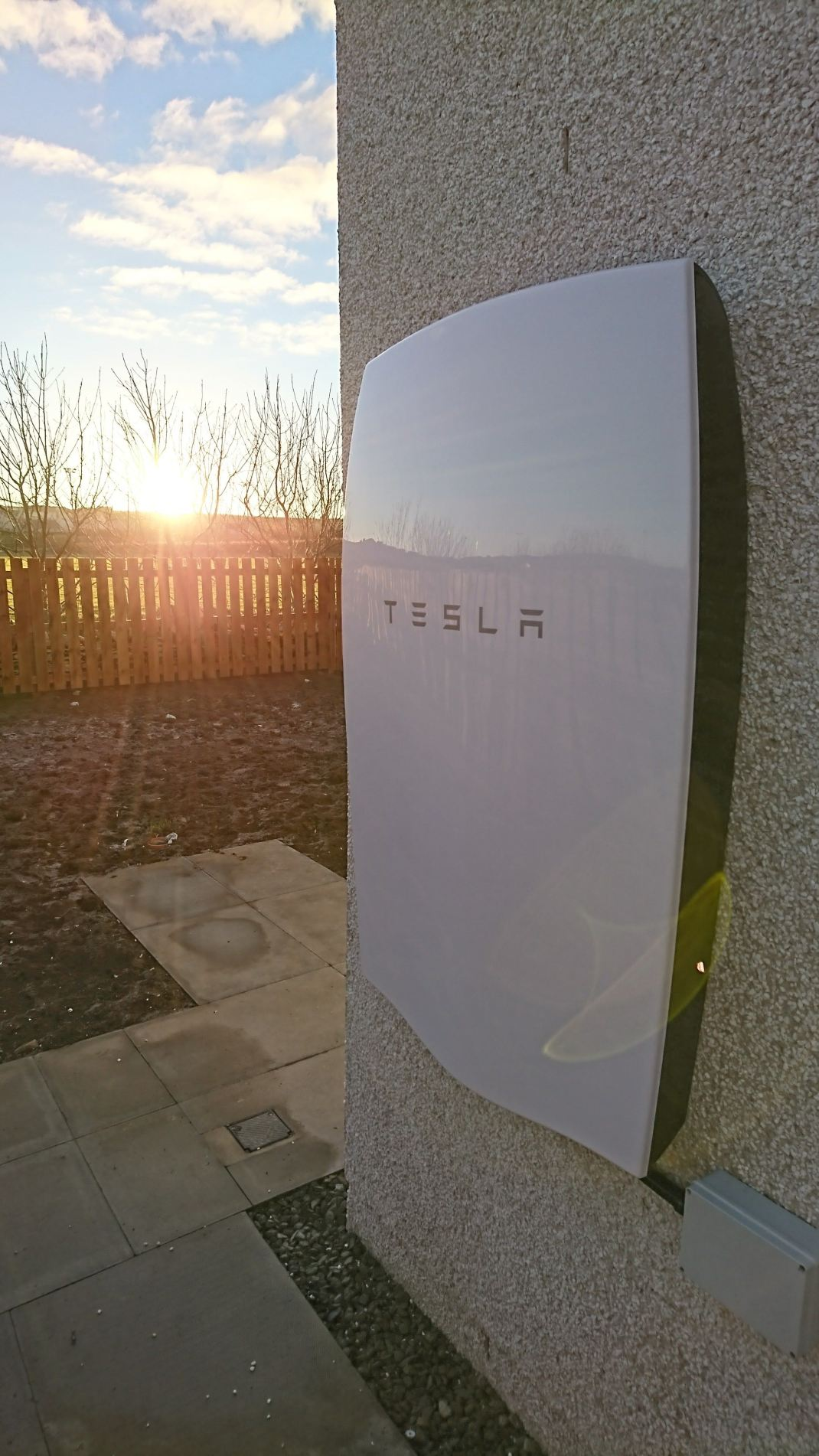 tesla-powerwall-battery-grainbank-housing-development